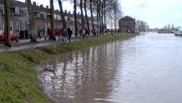 Embedded thumbnail for HOOG WATER DE LEK 1993 CULEMBORG VIDEO