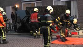 Embedded thumbnail for Auto botst tegen vrachtwagen en tuinhek Middelcoopstraat Culemborg