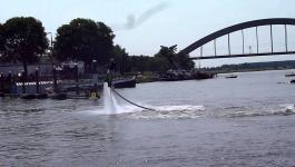 Embedded thumbnail for Culemborg bijvoorbeeld 13-7-2013 Fly Boarding bij de Lek